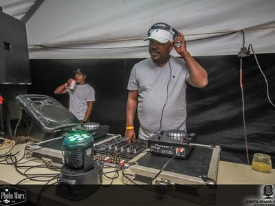 Dzo – Local Is Lekker #19 (Year End Mix)