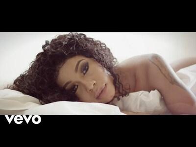 Kelly Khumalo – Ngathwala Ngaye (Official Music Video) ft. Mondli Ngcobo